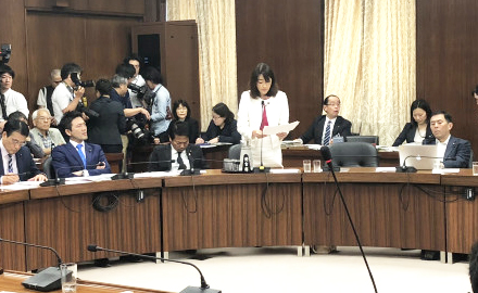 衆議院外務委員会でTPP11協定の承認について反対討論を行う山川百合子の写真
